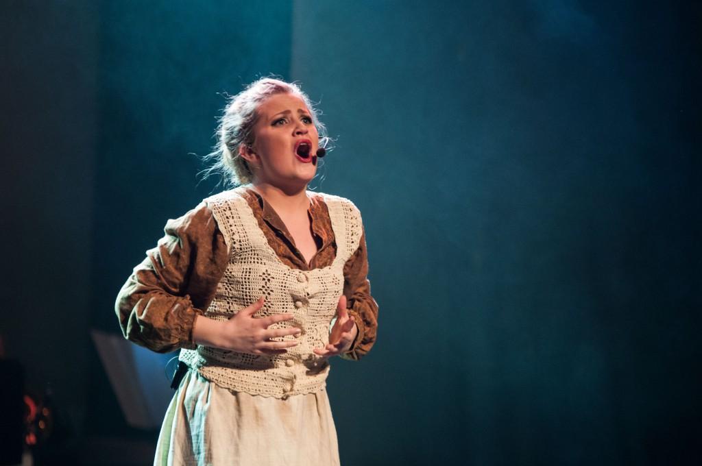 """Julie Sofie Reite med songen """"Du måste finnas"""" frå musikalen """"Kristina Från Duvemåla"""". Foto: Eline Korsnes Sundal"""