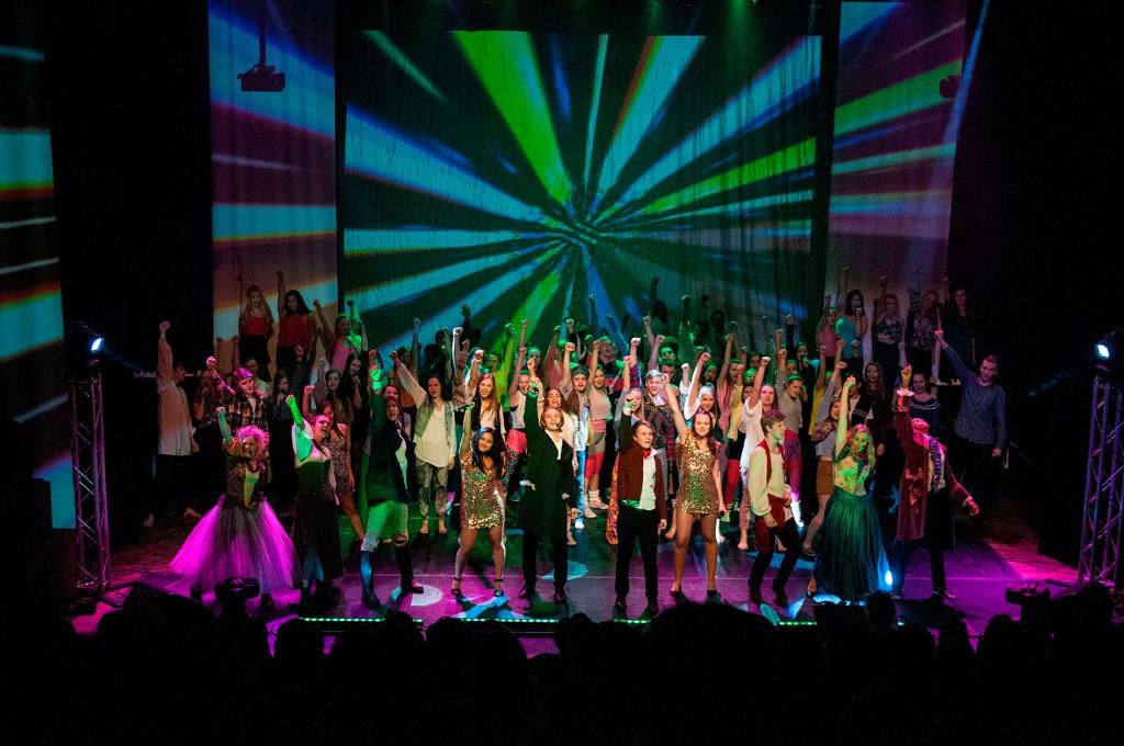 Musikalen «Be Our Guest» vart avslutta spektakulært i 2015. No går elevane i gong med «Goodbye Yellow Brick Road». Foto: Eline Korsnes Sundal