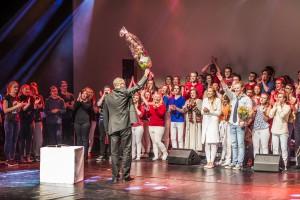 """Kjetil Eiksund fekk blomar etter premieren på """"Goodbye Yellow Brick Road"""". Foto: Åge André Breivik"""