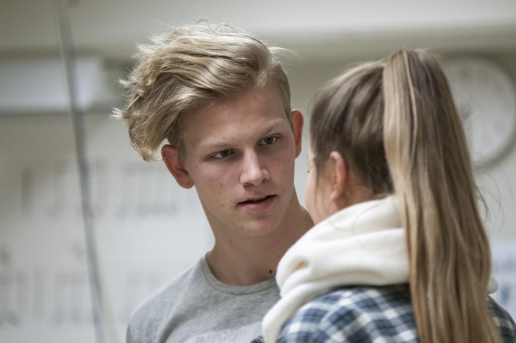 Tomas Håndlykken satsar på å bli skodespelar, og vil gå Teaterhøgskolen i Oslo etter han er ferdig på vidaregåande. Foto: Martine Leine Rafteseth.