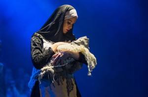 Lina-Viktoria som nonne Foto: Malin Nordby Kvamme